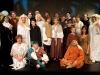 Harmelen - De complete cast van het toneelstuk over Jeroen Bosch van toneelvereniging Harto dat donderdagavond in premiere gaat (Foto Marnix Schmidt)